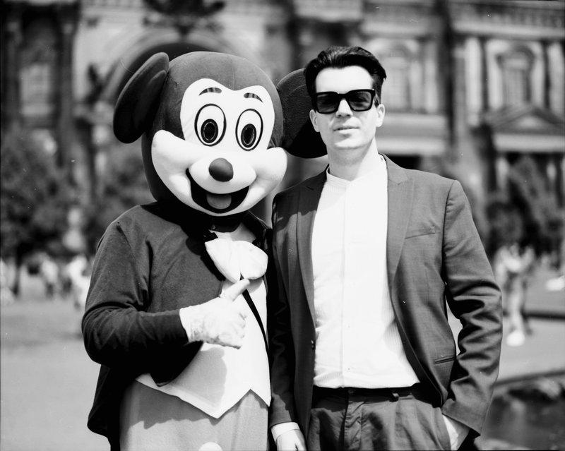In Eintracht wie selten: Wolfgang M. Schmitt und der Mickey-Mouse-Konzern © Ole Nymon
